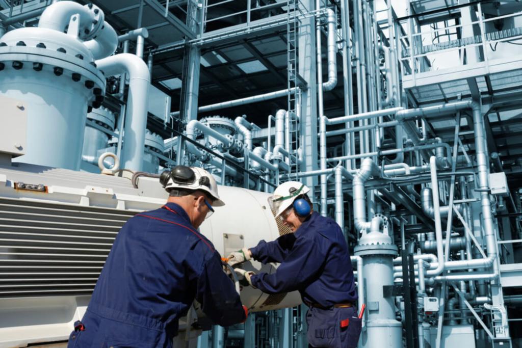NR-06: Treinamentos de segurança do trabalho para operação de máquinas.